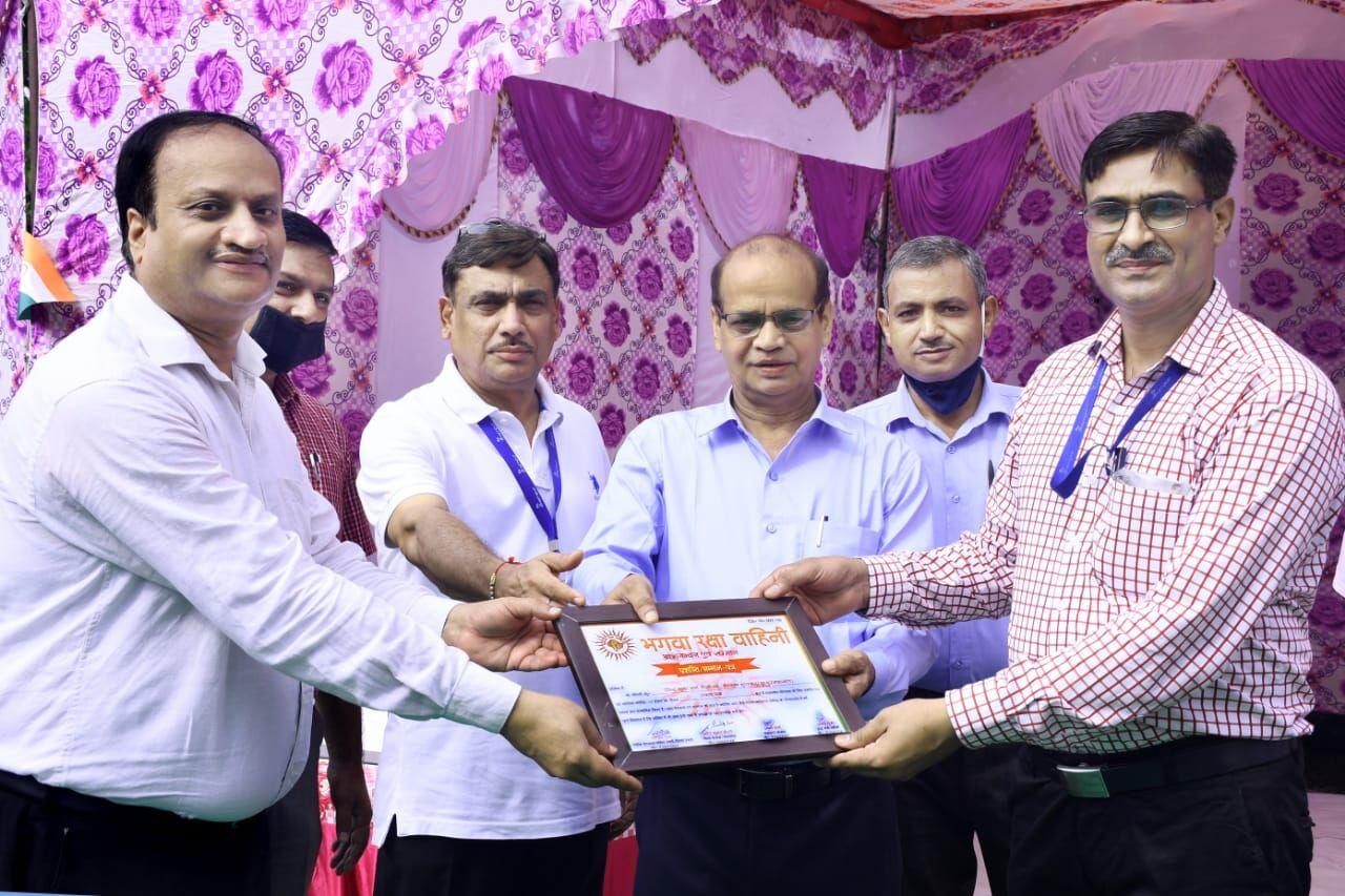 शुगर मिल द्वारा उत्कृष्ट कार्य के लिए 32 कर्मचारियों को सम्मानित किया गया