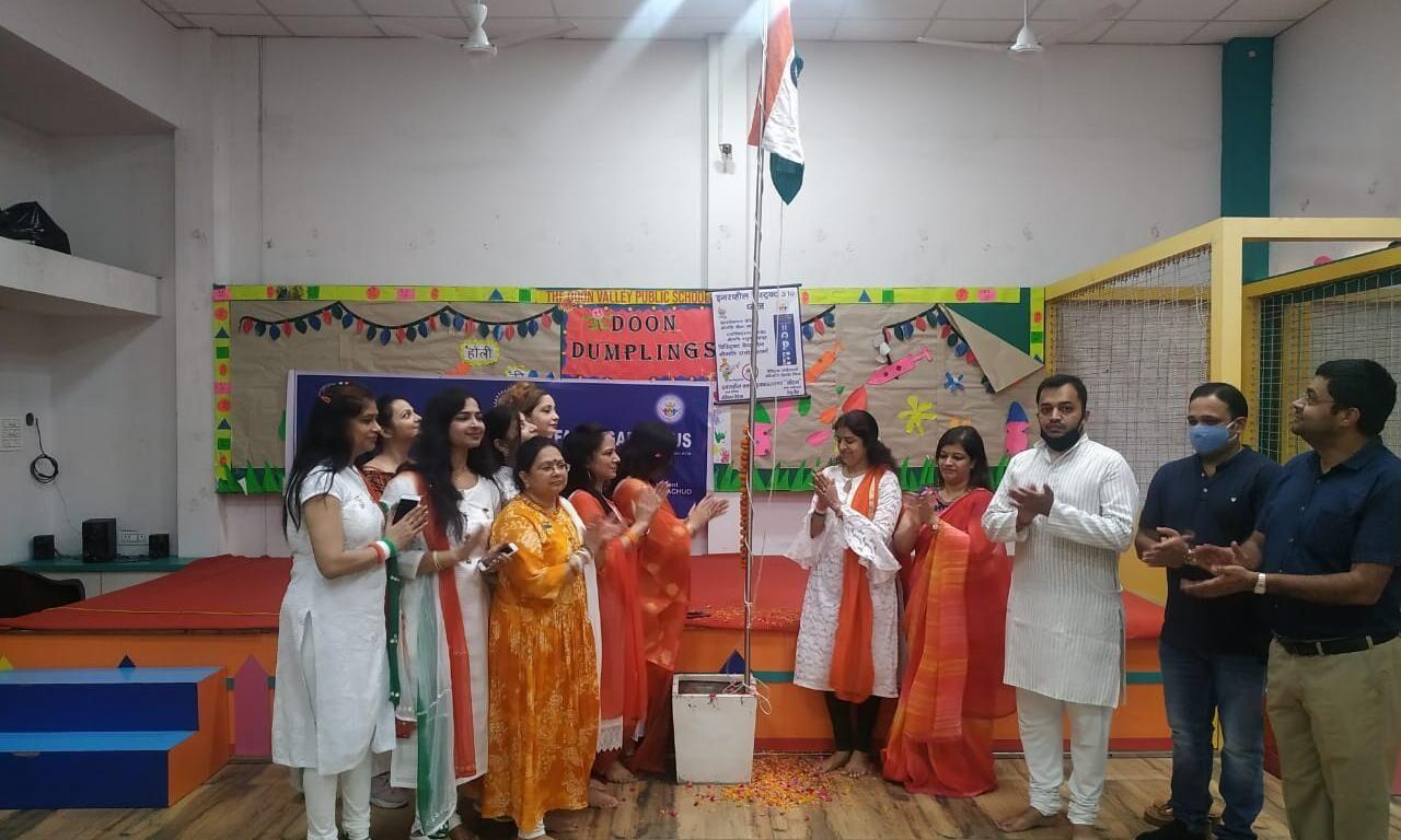 दून डम्पलिंग स्कूल में इनरव्हील क्लब ऑफ मुजफ्फरनगर लोटस ने किया ध्वजारोहण