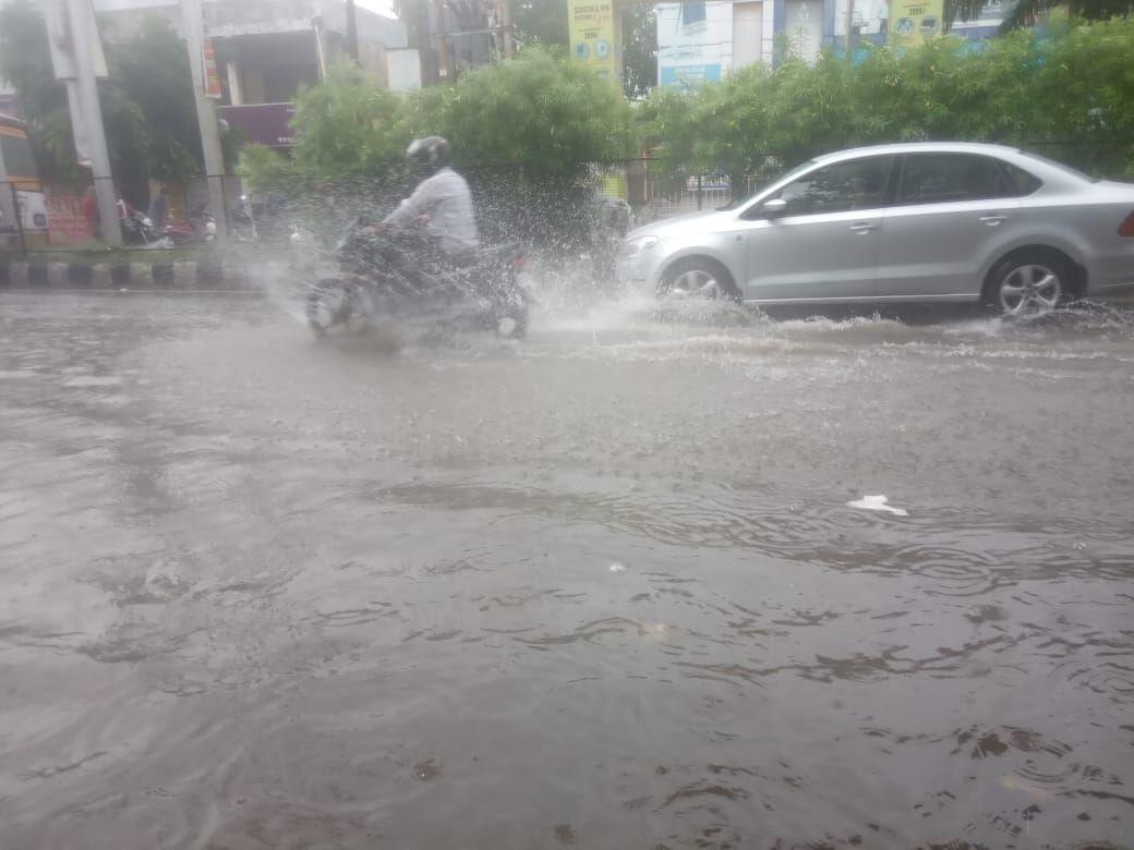 मुजफ्फरनगर में भयंकर बारिश, फिर डूबा शिवा चौक, शहर की सड़कों पर पानी ही पानी