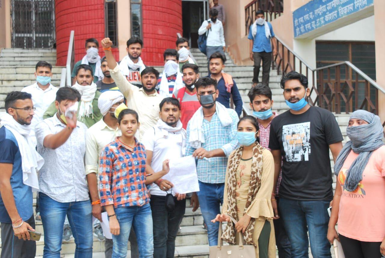 मुजफ्फरनगर में कोरोना काल में सरकारी सहायता से वंचित हुए विद्यार्थी, नहीं मिल रही छात्रवृत्ति