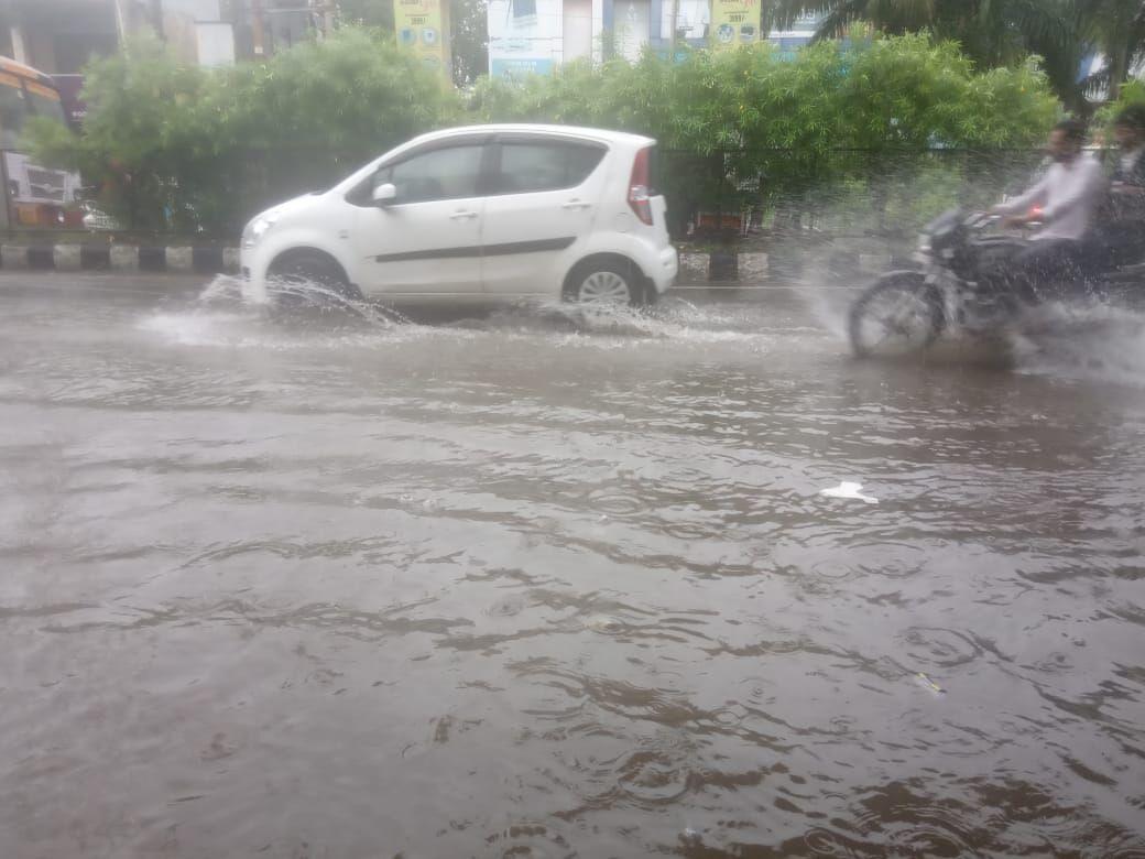बारिश से दिल्ली-एनसीआर में बुरा हाल, पुलिस बोली-घर से ना निकलें!