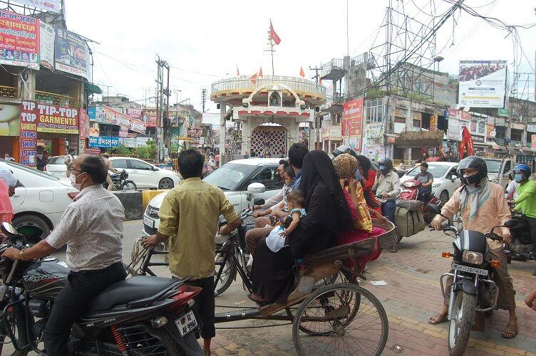 मुजफ्फरनगर में 41 दिन बाद खुली खाद-बीज की दुकानें, लाॅक डाउन में पुलिस हुई परेशान