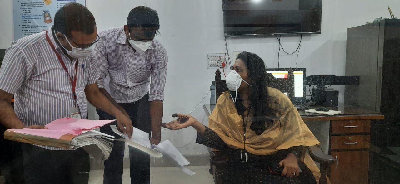 मुजफ्फरनगर में रात को निरीक्षण पर निकलीं डीएम सेल्वा