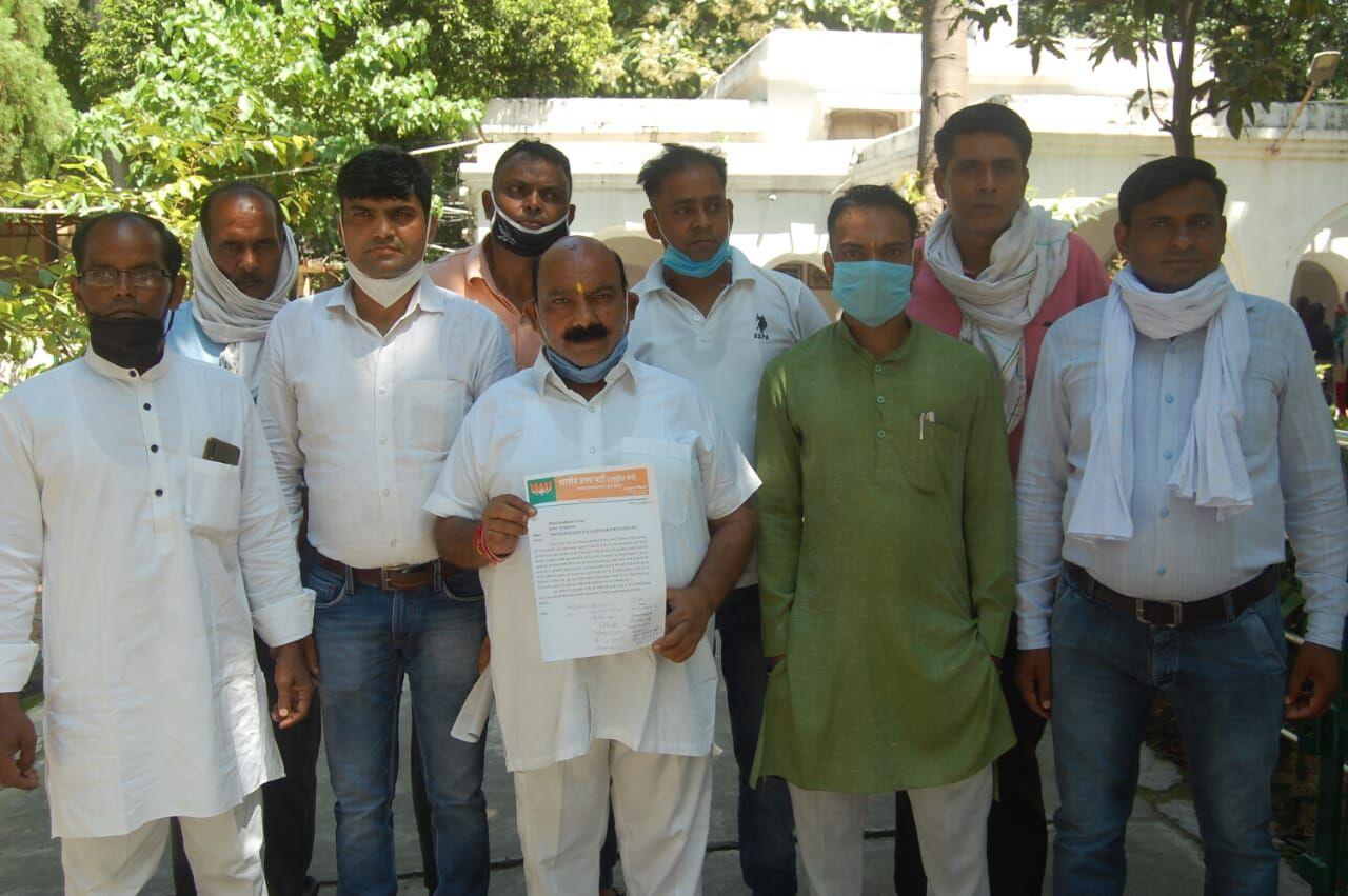 मुजफ्फरनगर में भाजपा नेताओं ने पीएम आवास योजना में पकड़ा घोटाला!