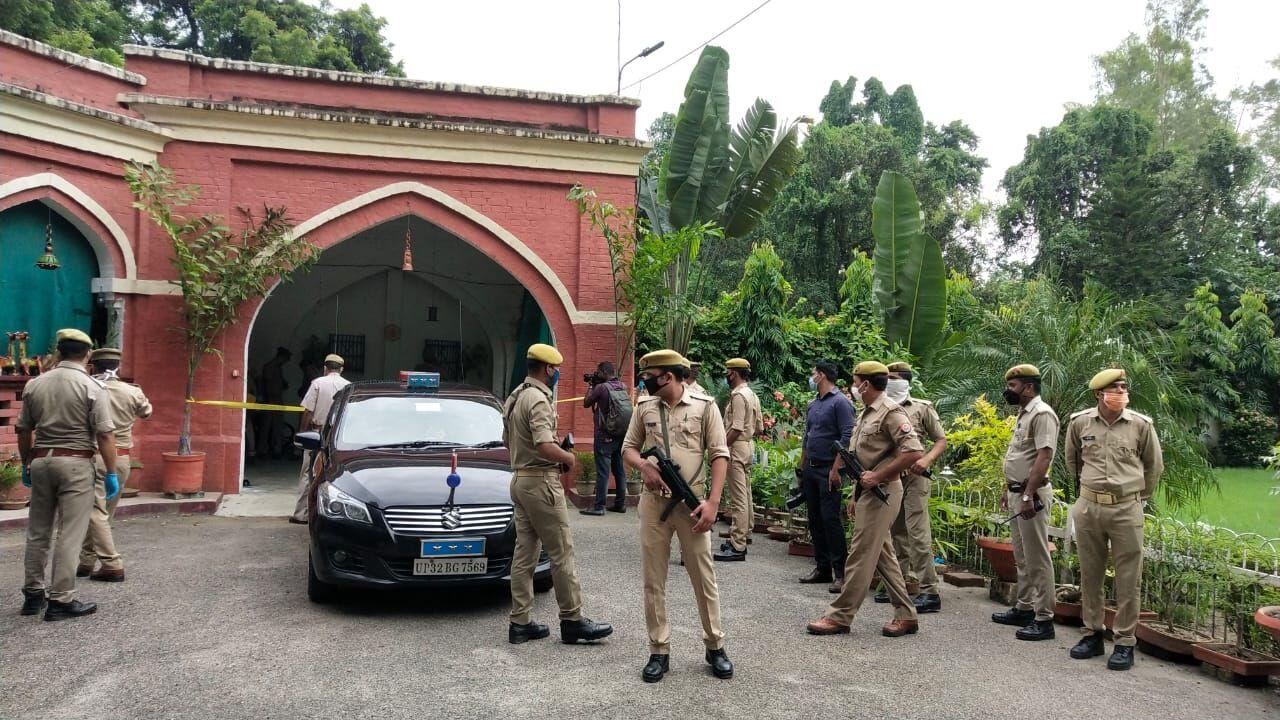 लखनऊ में रेलवे के सीनियर अधिकारी की पुत्री ने की मां व भाई की हत्या