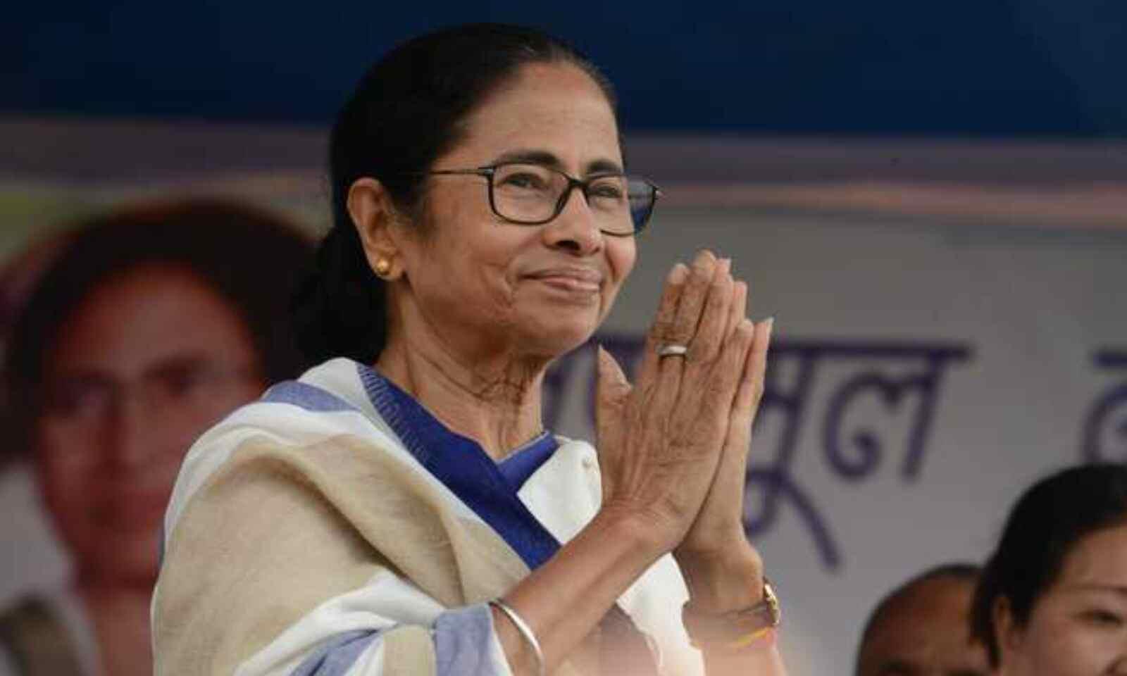 अब ममता बनर्जी ने डाले सनातनी ब्राह्मणों पर डोरे चुनाव से पहले 1000 रूपये मासिक भत्ता देने की घोषणा