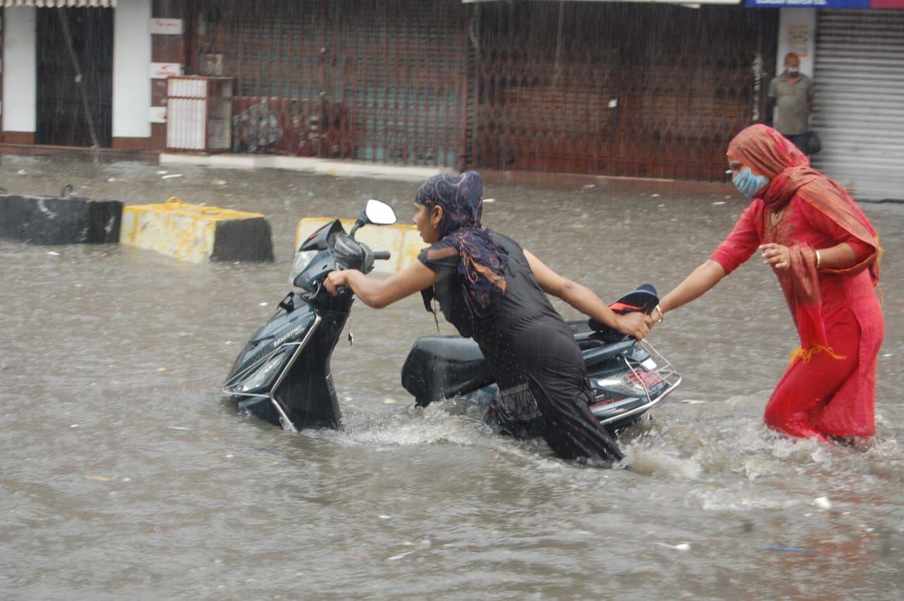 शहर में हुई जोरदार बारिश, शिव चैक बना तालाब, घरों में भी भरा पानी