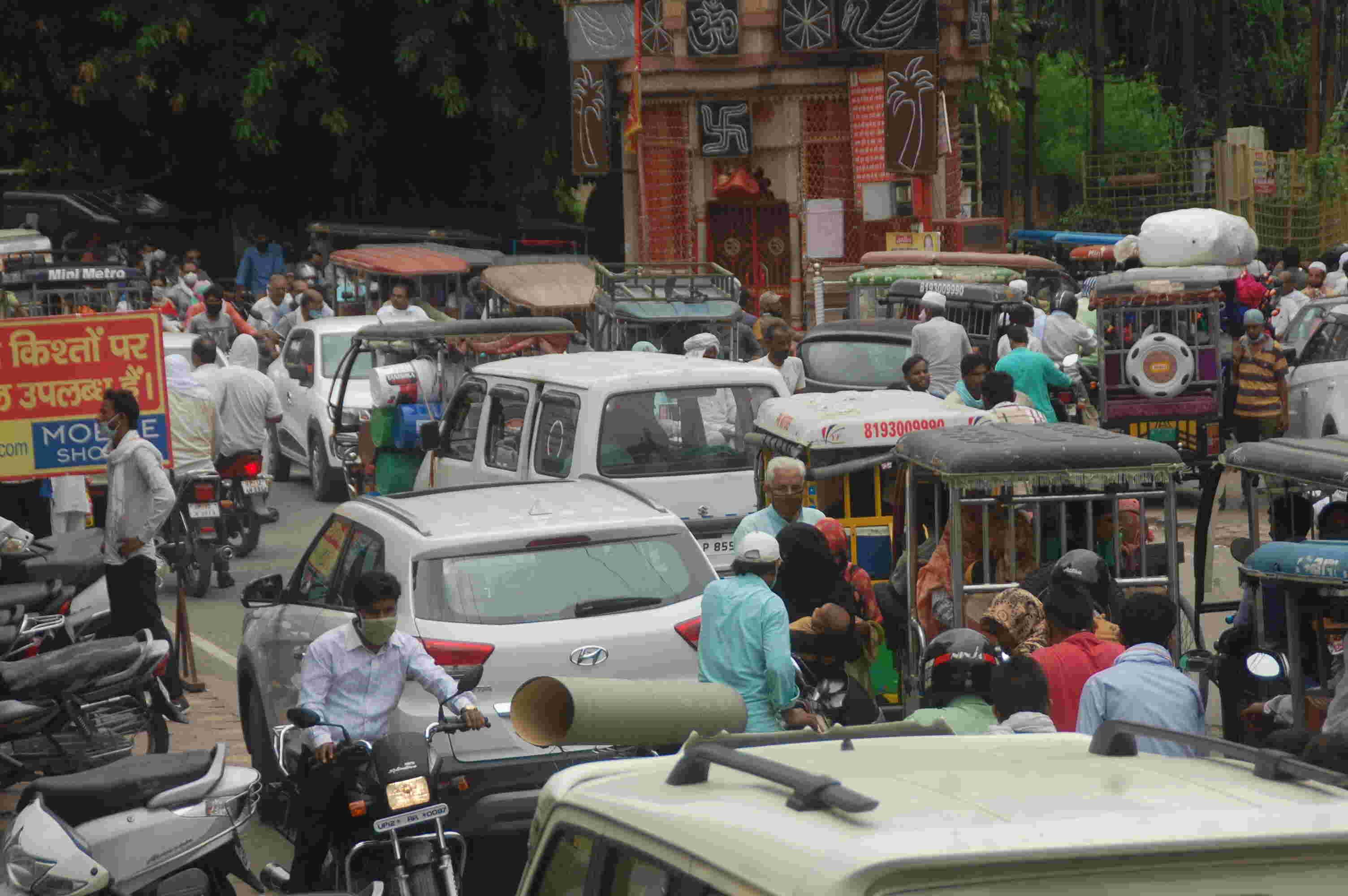 मुजफ्फरनगर में बाजारों में उमड़ी भीड़,शहर जाम